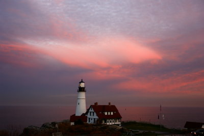 DSC00141.jpg i just decided, quickly, that this is my favorite of my portland head light images... see