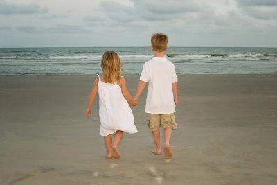 Ryan and Cait walk to ocean (South Carolina)