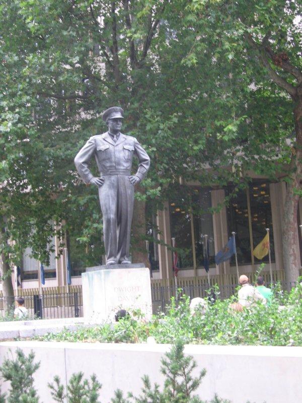 Eisenhowers statue in Grosvenor Square