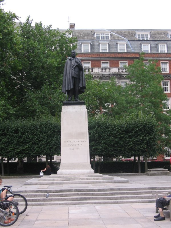 FDRs statue in Grosvenor Square