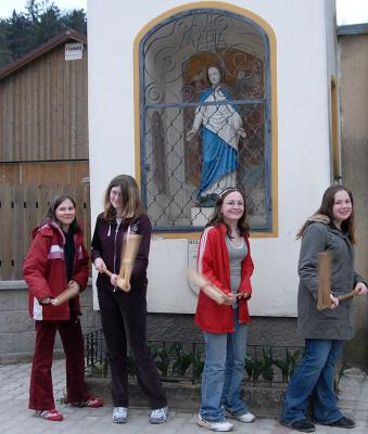 Ratschenmädchen in Ofenbach