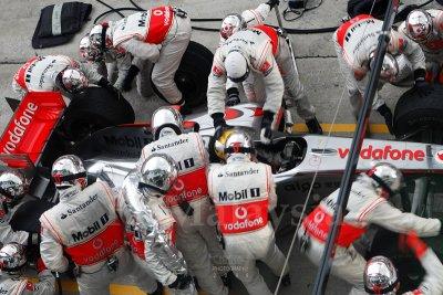 Lewis Hamilton getting a tyre change