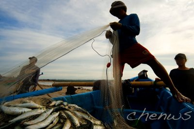 Unloading his catch _CWS7669.jpg