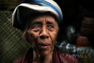 Lady at Ubud market  (Bali)