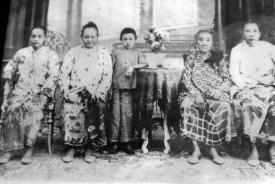 Family portrait circa 1940s (6188)