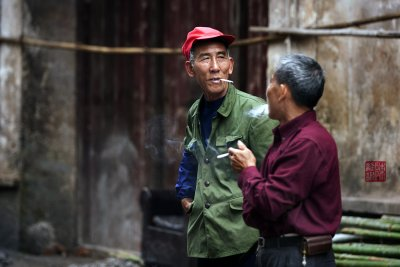 A discussion, Xingping town.