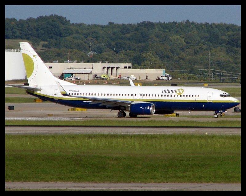 Miami Air International Boeing 737-800 (N739MA)