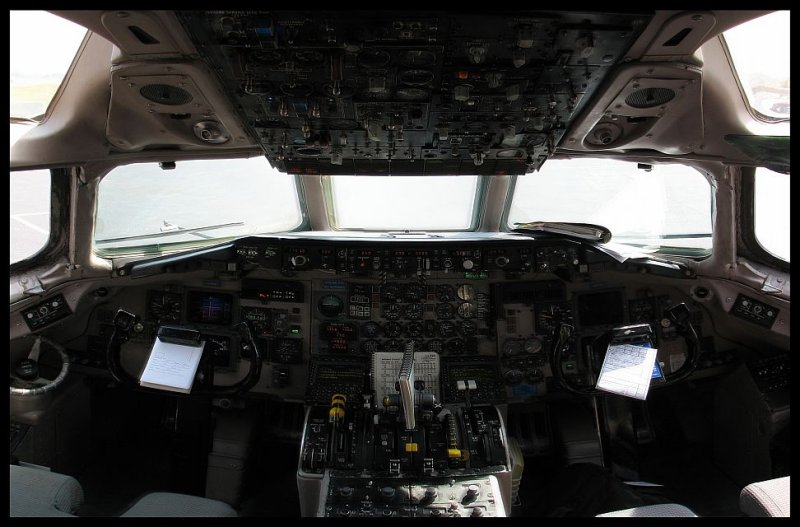 Midwest Airlines MD-81 Super 80 Flight Deck