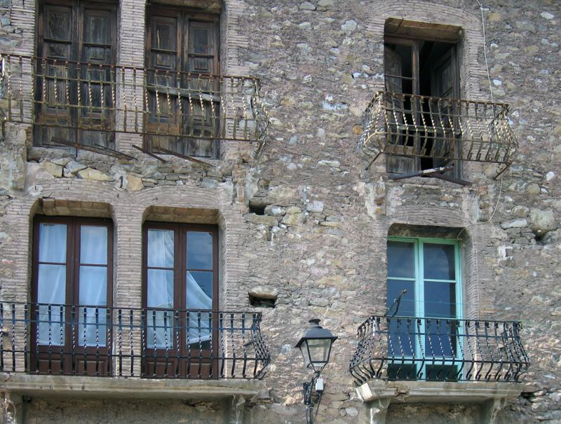 Old windows, La Pobla