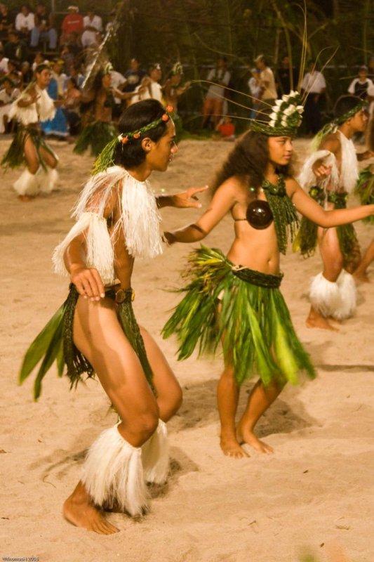0893 Dancing Tahitians