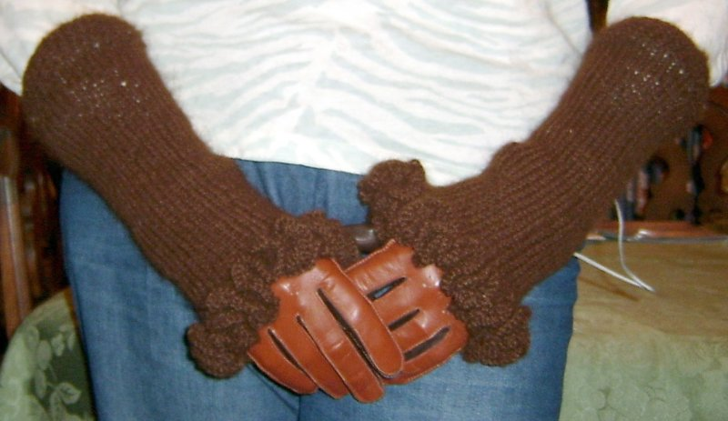 Ruffled Alpaca Fingerless Gloves