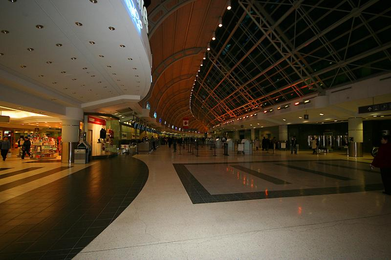 TORONTO INTL AIRPORT::Departure Lounge