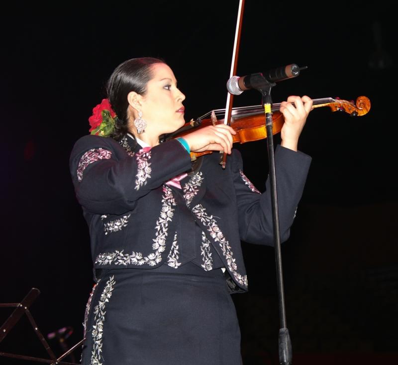 Mariachi Mujer 2000-001.jpg