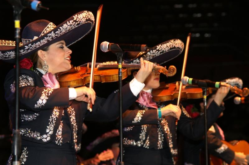 Mariachi Mujer 2000-003.jpg