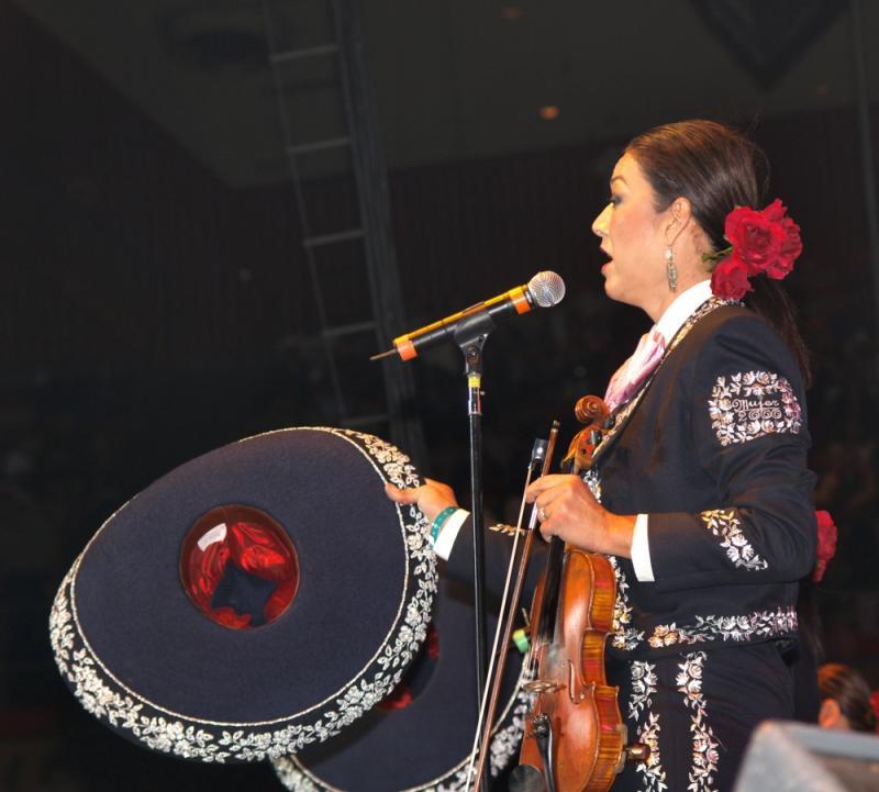 Mariachi Mujer 2000-010.jpg