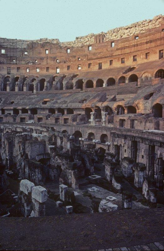 Rome B2 Colosseum 003.jpg
