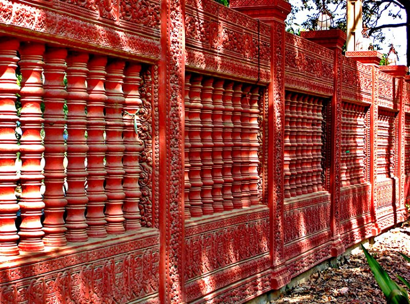 Front wall of Wat Damnak