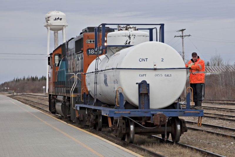 Switching at Moosonee GP38-2 1809 and Water Car 2