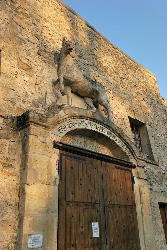 Les écuries du château de Grouchy hébergent le Musée Départemental des Sapeurs Pompiers du Val dOise