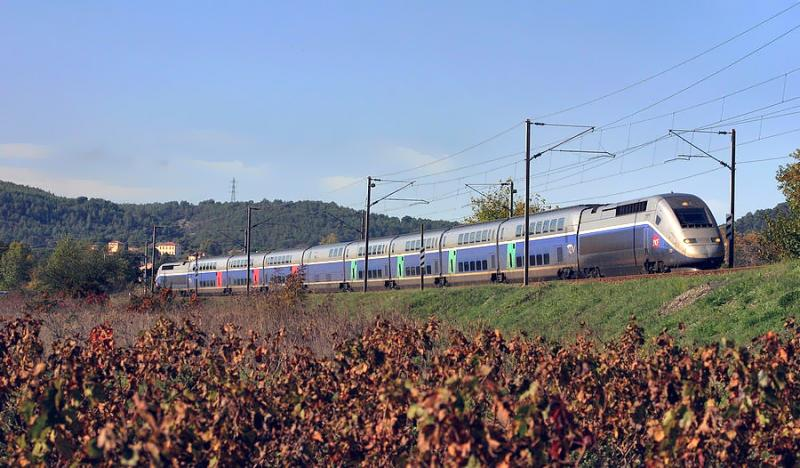 A TGV Duplex at Les Arcs-Draguignan, heading to Nice.