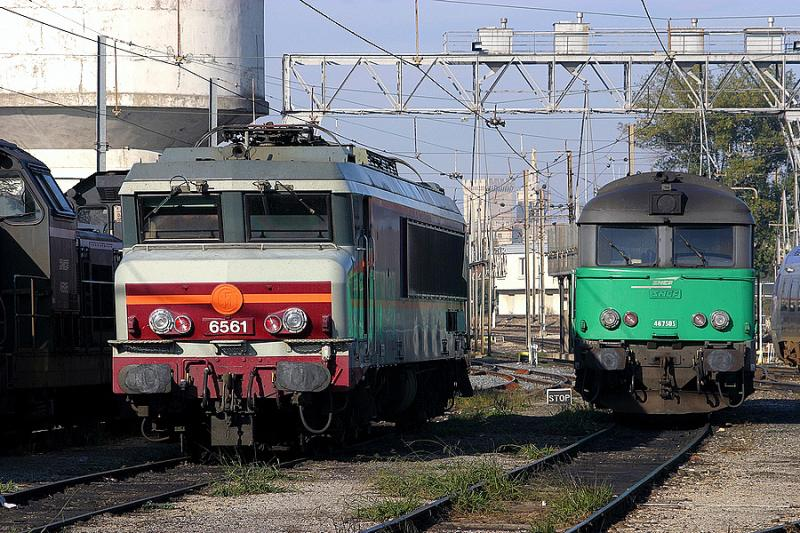 Close-up on the CC6561 and the BB67505 at Avignon depot.
