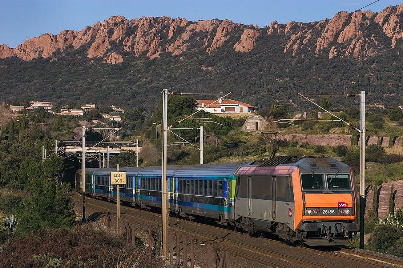 In a really cold and windy day, the BB26156 and a Téoz train near Agay and Saint-Raphaël.
