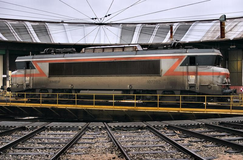 The (... weathered ! ) BB7282 at Avignon depot.