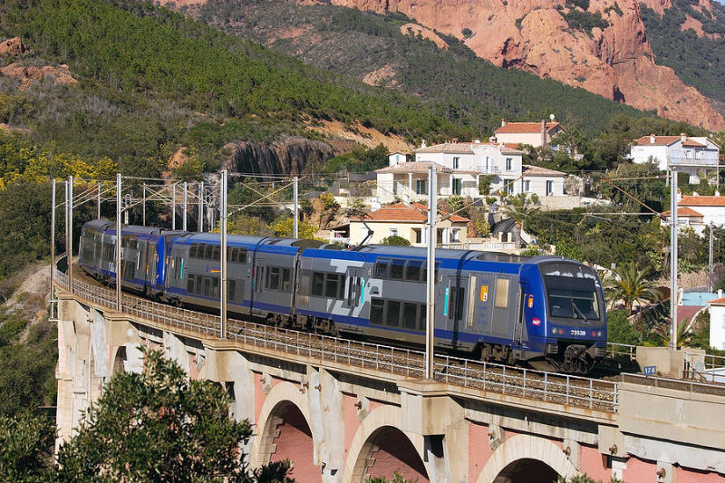 The Z23538 on the Anthéor bridge, between Cannes and St-Raphaël.