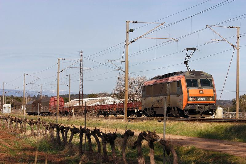 The BB26200 and a short fret train at Le Luc-Le Cannet, between St Raphaël and Toulon.