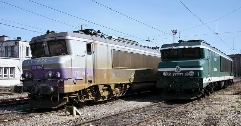 The CC6558 and the BB7284 (with the En Voyage color scheme) resting at Avignon.