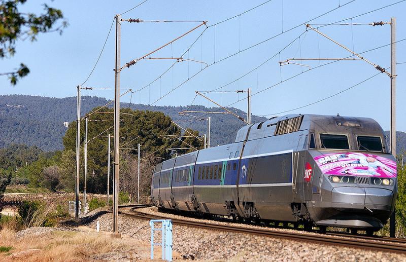 A TGV Réseaux near Carnoules with a special decoration (for a radio show).