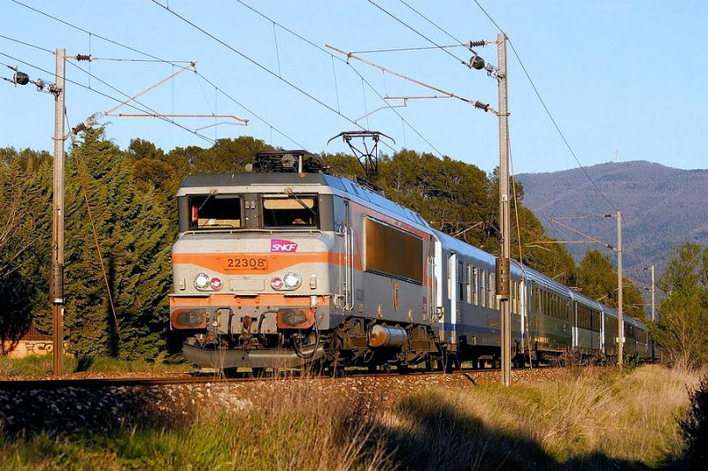 The BB22308 approaching Carnoules.