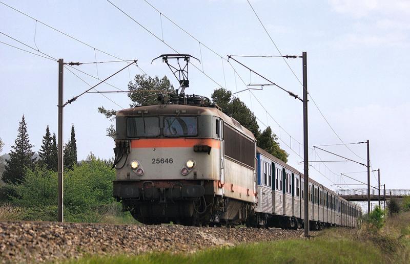 Near Gonfaron, the BB25646 heading to Marseille.