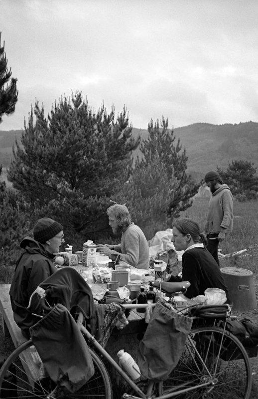 Aad, Fia, Marion and Mart having breakfast