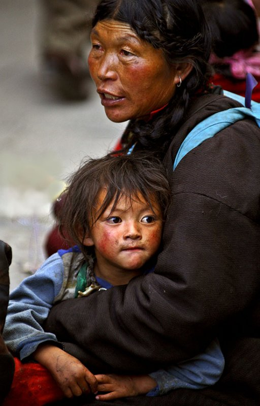 Mother and child asking for money.  Lhasa, Tibet.
