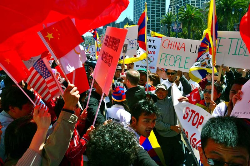 Tibetans keeping line between Chinese supporters of the olympics and Tibetan protesters.
