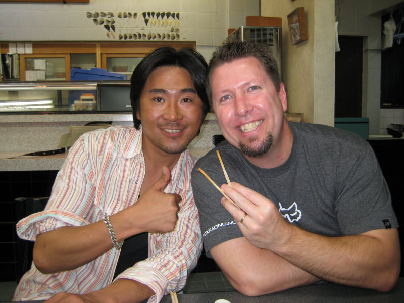 Aki gives the American sign, I give the Japanese one (using chopsticks of course).
