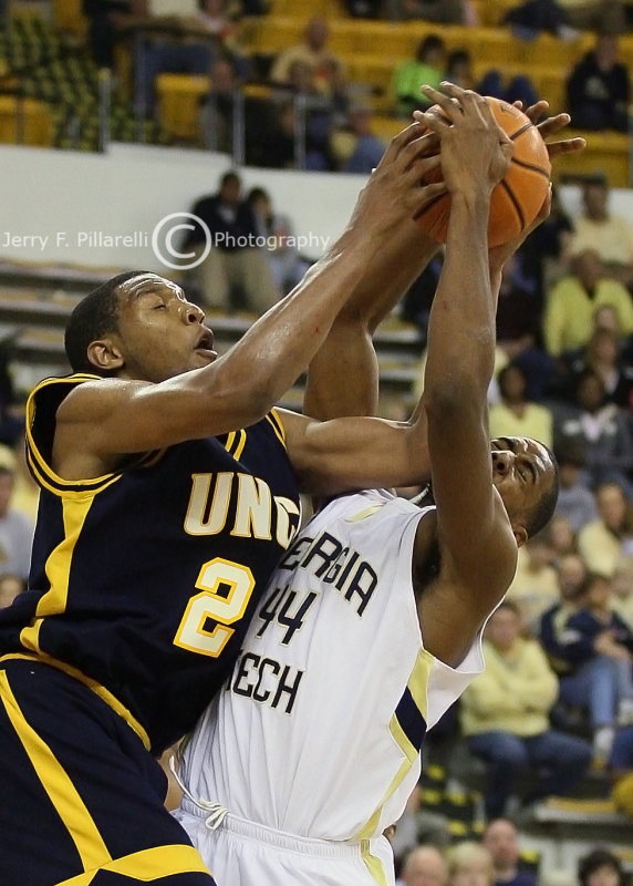 Jackets F Alade Aminu takes one on the chin from UNCG F Sellers