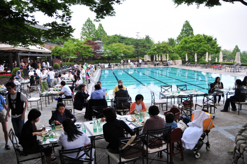 Poolside dinner at Hyatt Seoul