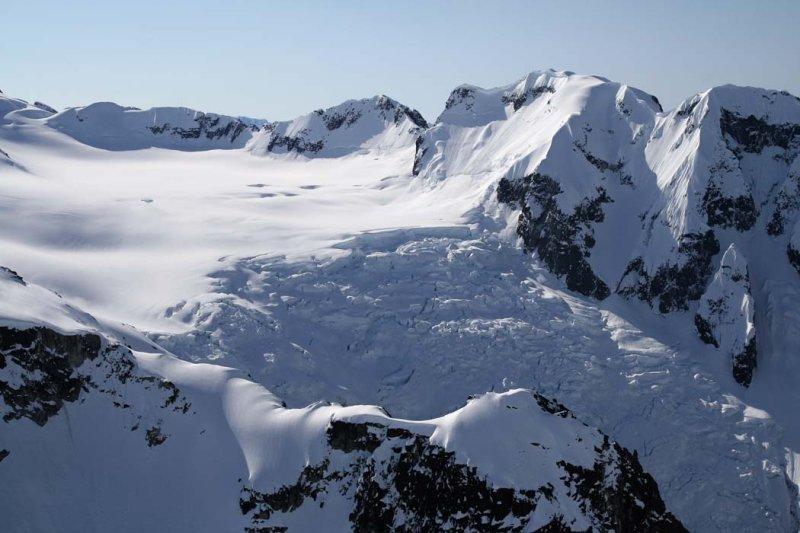 Whitemantle Range:  Brew Glacier, W Lobe  <br> (WMantle1-050908-_0050.jpg)