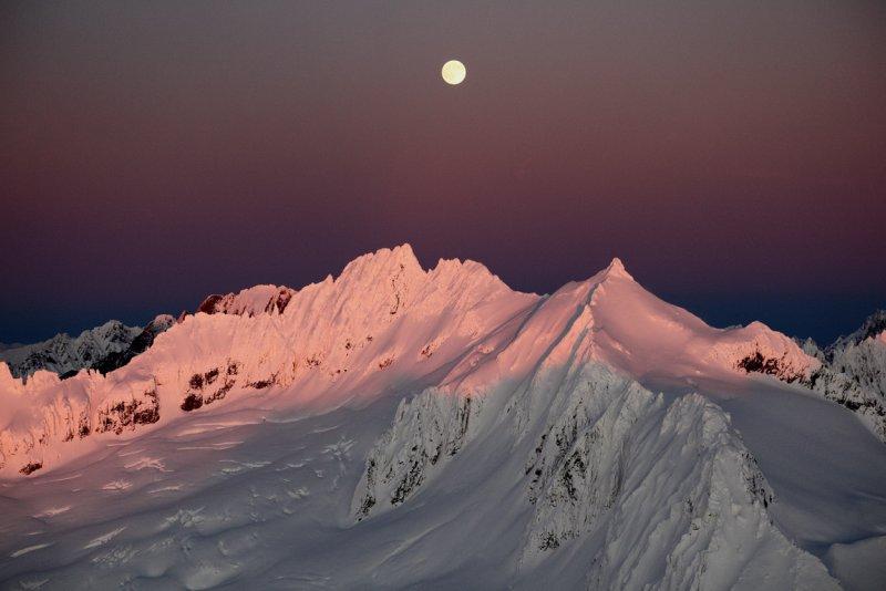 Boston & Sahale Under A Rising Moon <br> (SahaleBoston120109-13adj.jpg)
