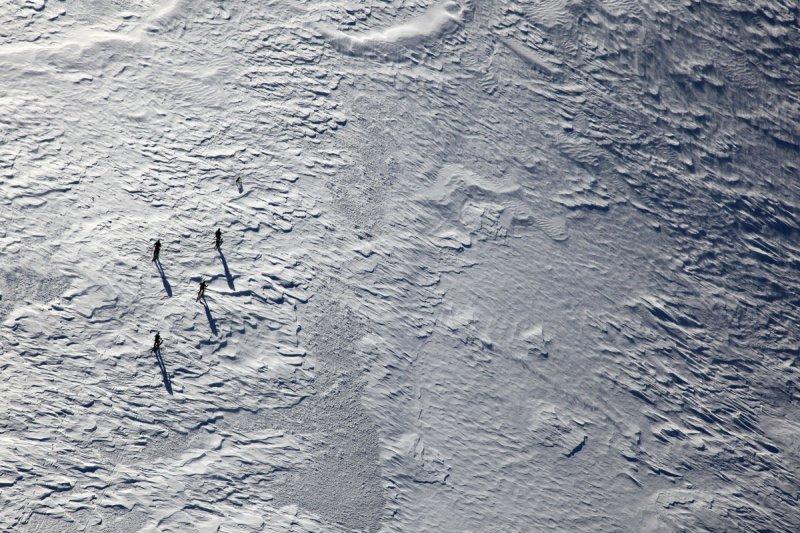 Four Skiers & A Dog:  Bakers Summit Plateau  <br> (MtBaker021810-67.jpg)