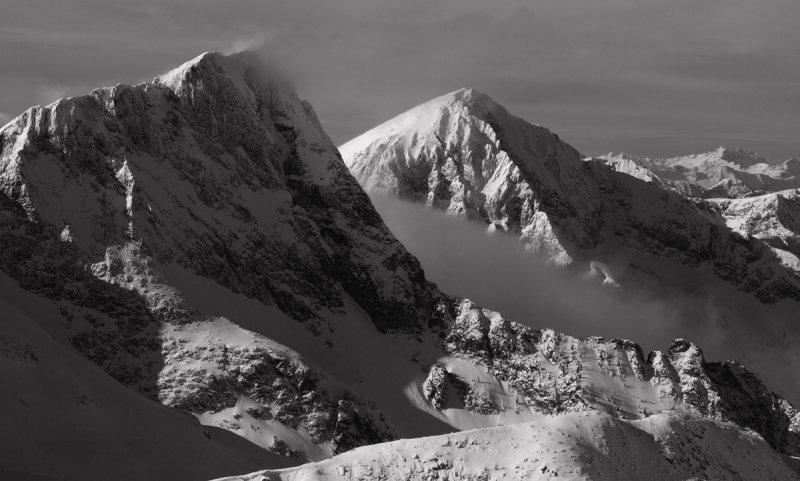 Carru (L) & Osceola Peaks <br> (Pasayten020610-081.jpg)