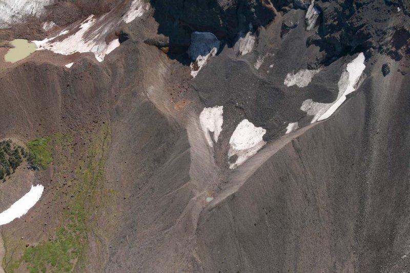 Broken Top: Bend Glacier N Segment Remnant, View S<br> (BrokenTop082807-_077.jpg)