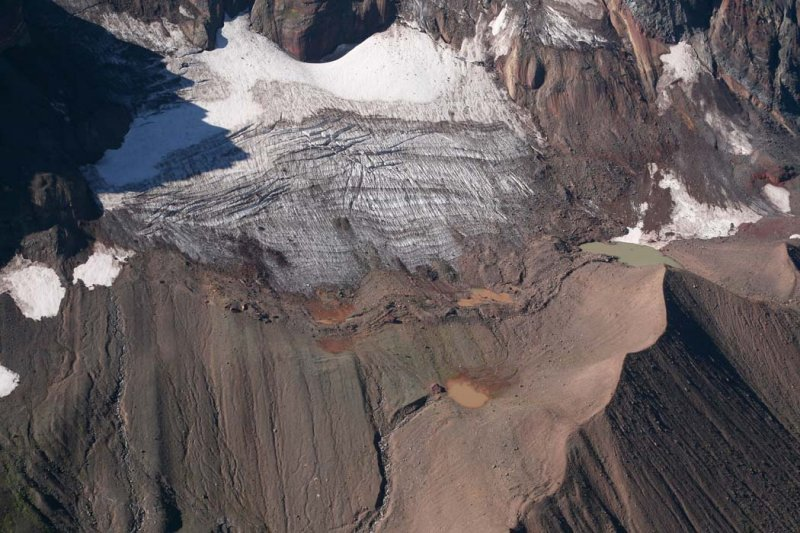 Broken Top: Bend Glacier, Main Segment <br> (BrokenTop082907-_13.jpg)