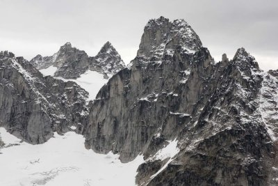 <br>Spear Spire (Far L) & East  Peak, E/SE Faces <br> (Bugaboos090408-_233.jpg)