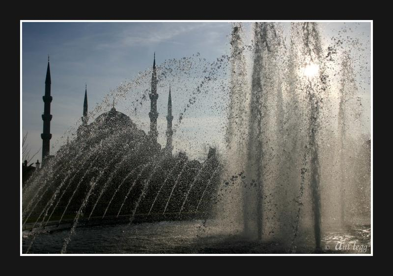 Sultan Ahmet Camii and fountain