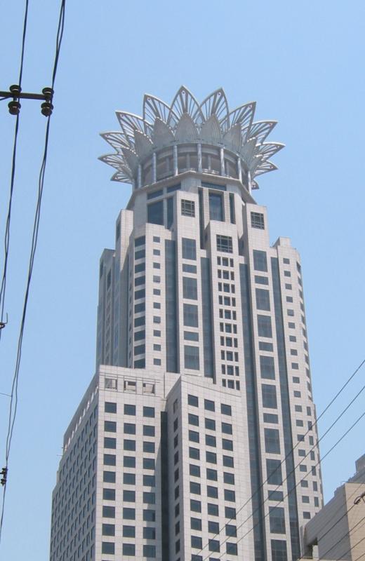 Crowned skyscraper in Shanghai.jpg