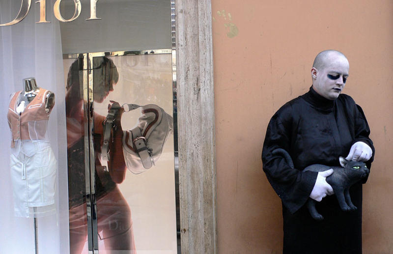 Roman Contrasts