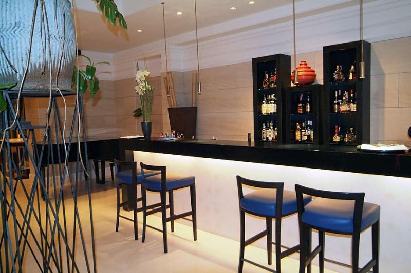 Bar at the Rose Garden Hotel.jpg
